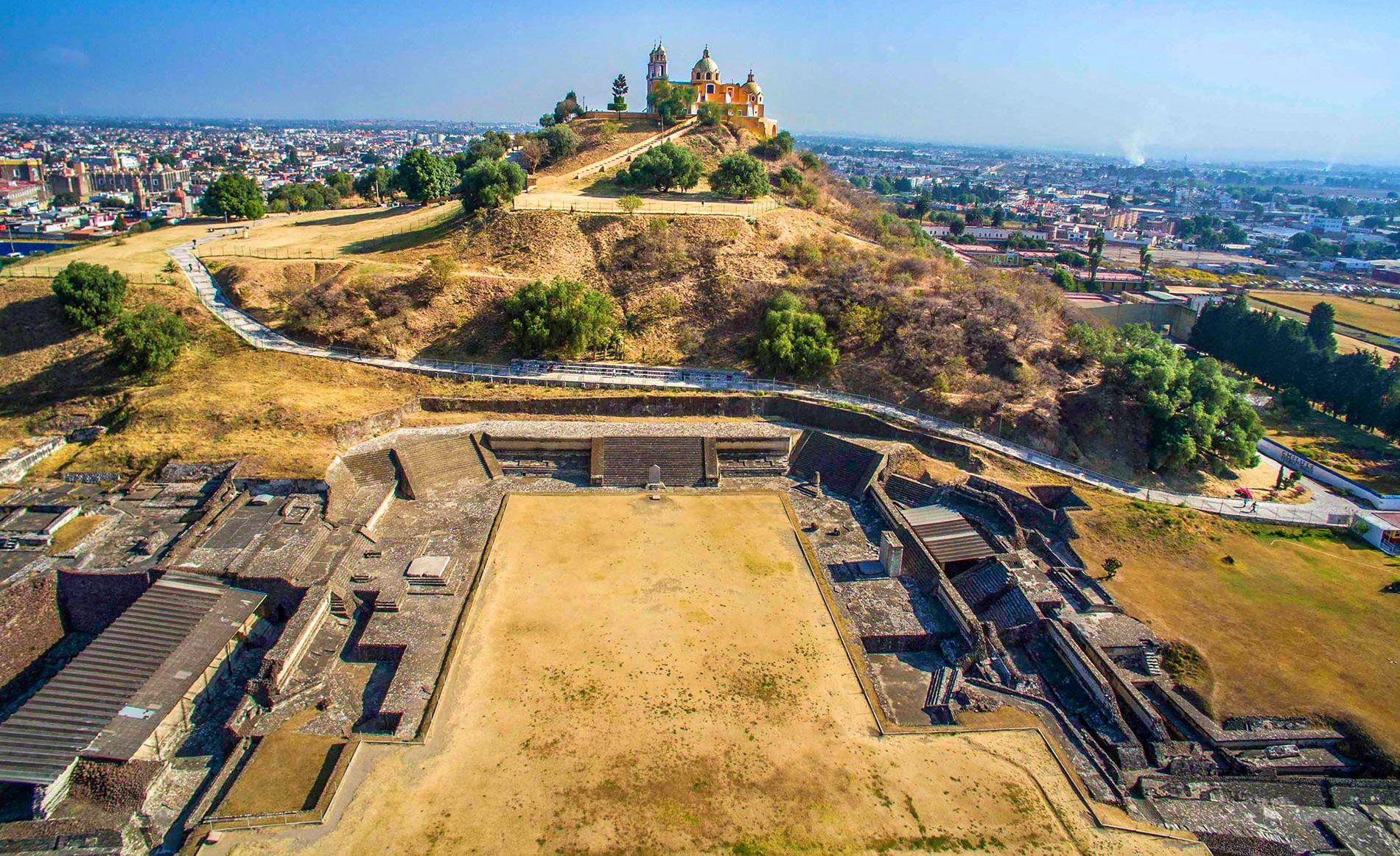 Pirámide de Cholula, uno de los tesoros de los pueblos mágicos de Puebla.