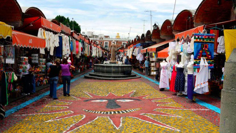 No te puedes ir de Puebla sin llevarte un recuero de El Parían.